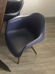 Stühle in blau