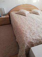 Doppelbett inklusive Lattenrost und nachtkommode