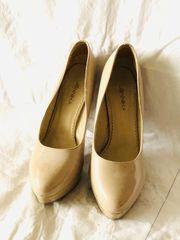 beige High Heels von Jennika