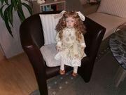 Große sitzende Porzellan-Künstler-Puppe H 36