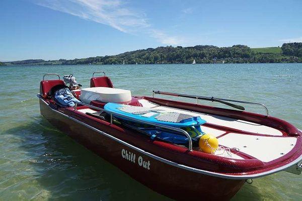 Chillboot mit E-GPS-Motor am Obertrumersee