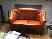 Rotes Chesterfield-Sofa