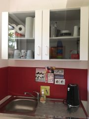 Miniküche mit Spüle ohne Herd -