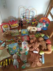 Diverse Babyspielzeuge teilweise aus Holz