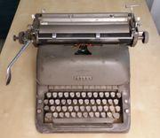 Alte Schreibmaschine von Adler