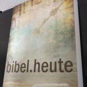 Moderne Bibel zu verschenken