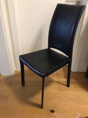 Stühle aus Kunstleder schwarz