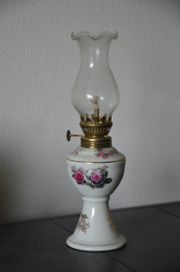 Petroleumlampe Porzellanfuß Blumenmotiv wunderschöne Deko