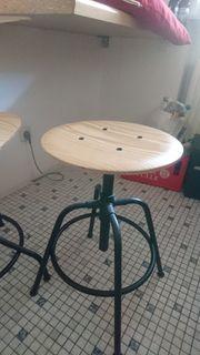 Stuhl bzw Hocker mit Holzsitzfläche