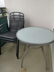 Balkon Tisch und Stühle