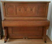 Schönes Klavier in gute Hände