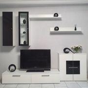 Wohnwand und Samsung Fernseher zu