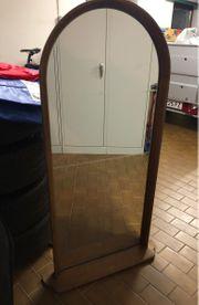 Spiegel mit Rahmen und Schliff