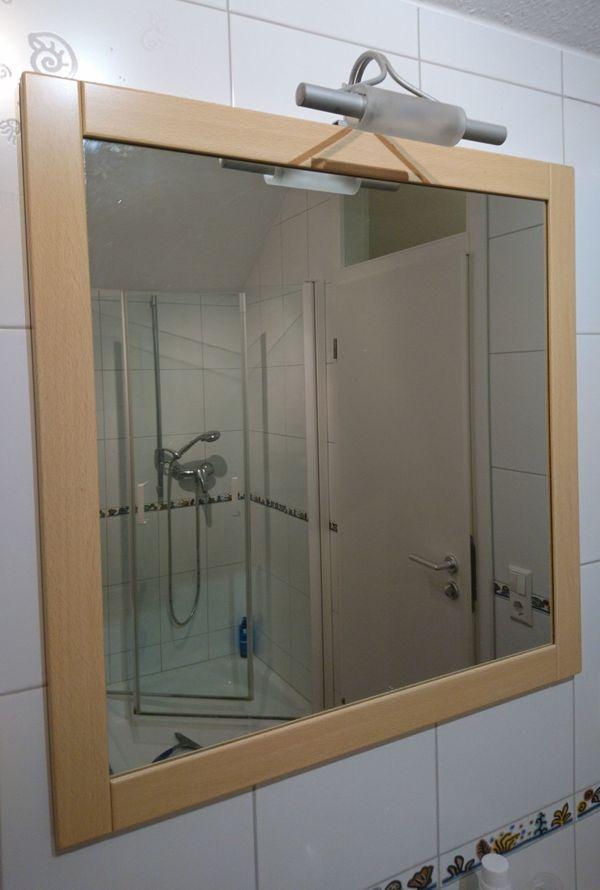 Badezimmer Spiegel mit Lampe und Seitenschränkchen in ...