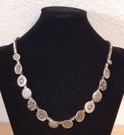 Silberne Halskette von UNOde50 siehe