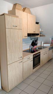 Küchenzeile mit Spülmaschine Backofen und