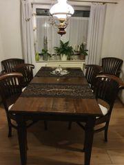 massiver Holztisch mit 6 Stühlen