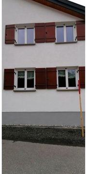 Kunstofffenster mit Holzladen