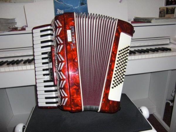 Akkordeon 60 Bass 5 Register