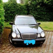 Einen Mercedes Benz E-Klasse 200