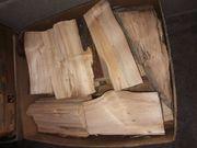 Brennholz in Bananenschachteln