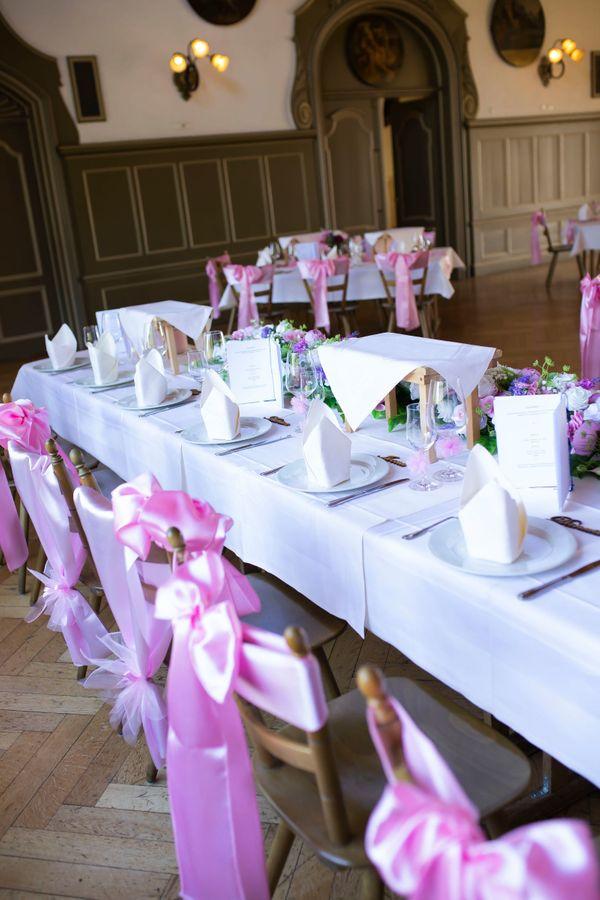 Hochzeit tischläufer schleifen rosa