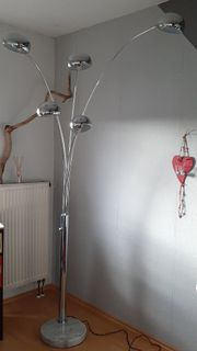 Stehlampe mit Schwenkarm und Dimmer
