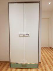 Moderner Garderobenschrank