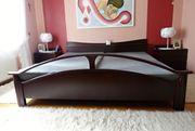 Doppelbett mit Matratzen und Rost