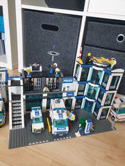 Lego Polizeistation mit Fahrzeugen zu