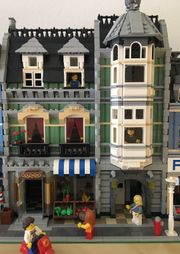 LEGO Green Grocer 10185 top