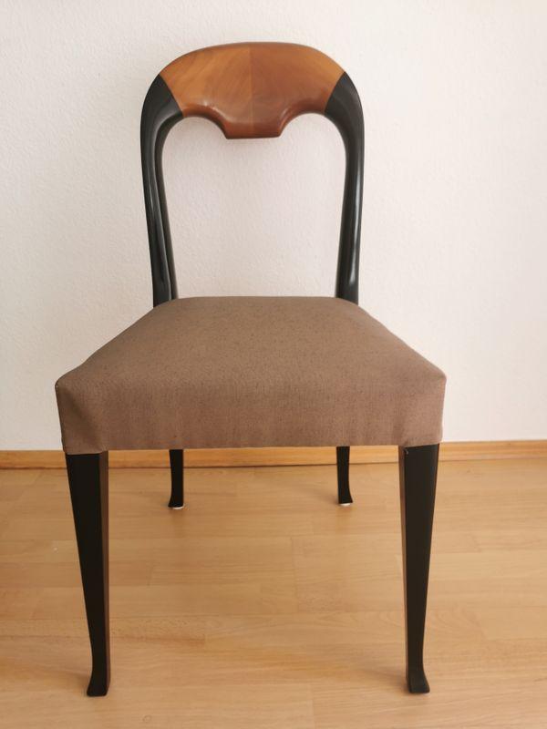 Schönes Set - 4 Esstischstühle Tisch