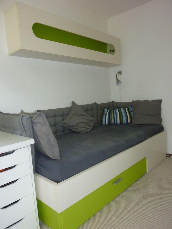 Bett und Hängeregal für Kinderzimmer / Jugendzimmer in ...