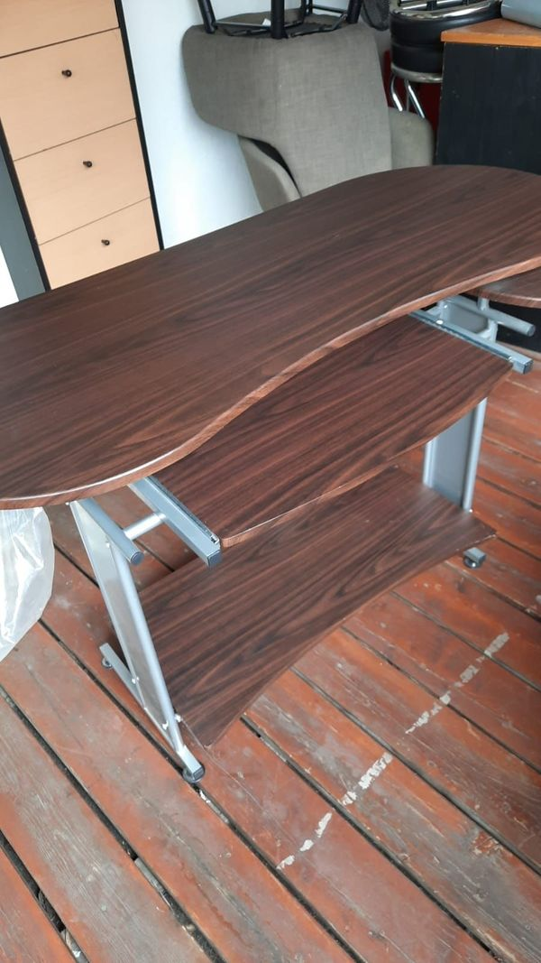 Schreibtisch aus Holz Farbe braun