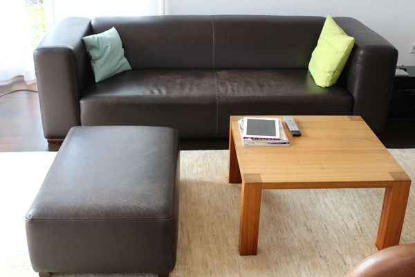 Leder Sofa 3 Sitzer Mit Hocker Plus Sofa Tisch In Fußgönheim