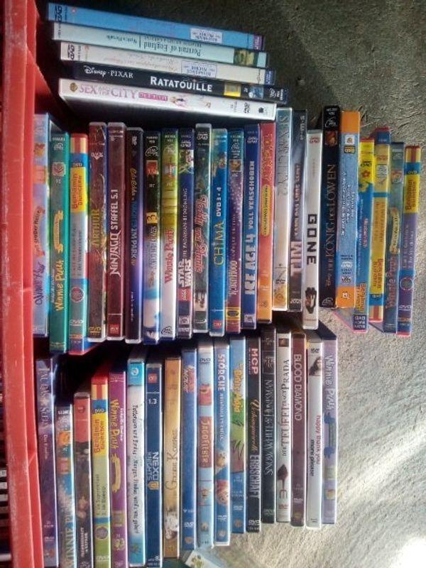 verschiedene DVDs und CDs