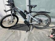 neuwertiges e Mountainbike zu verkaufen