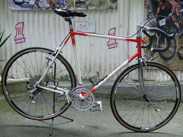 Straßenrennrad von SURSEE mit 18