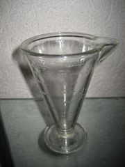 alter von Poncet Glas-Messbecher Pressglas