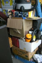 drei Kisten Elektronik Werkzeug Autoteile