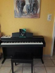 Verkaufe sehr schönen neuwertiges E-Piano