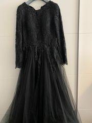 Schwarzer abendkleid mit strass und