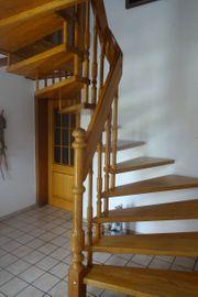 Treppe mit Geländer Holz