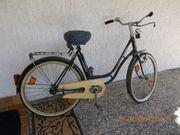 Omas Fahrrad mit breitem tiefem