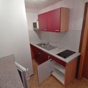 2 Zimmer DG-Wohnung möbliert zu