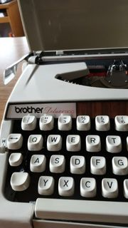 Schreibmaschine Brother Deluxe 900
