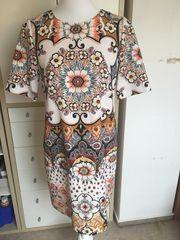 Kleid von Hallhuber im Versace