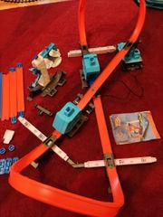 Hot wheels track builder mit