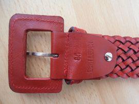 Bild 4 - 2 neue Gürtel schwarz rot - Calw