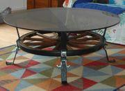 Couchtisch Wagenrad mit Rauchglasplatte rund
